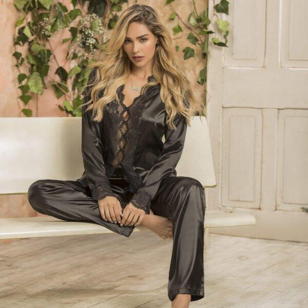 Pijama en satin y encaje
